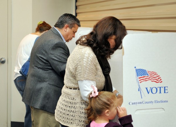 Tom Luna votes